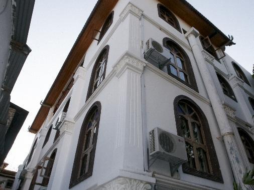 Al-Minar Hotel, Mjini