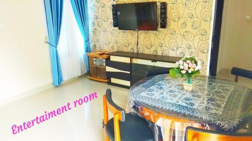 3 Bedroom (8 people) At Gencahan Guesthouse, Sleman