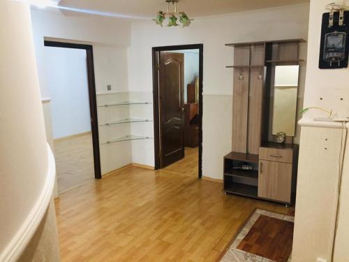 3 комнатная на Канцева 3, Atyrau