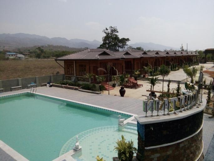 Golden Mountain Hotel, Taunggye