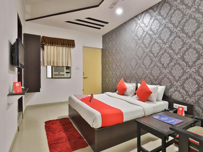 OYO 711 Hotel Crystal, Ahmadabad