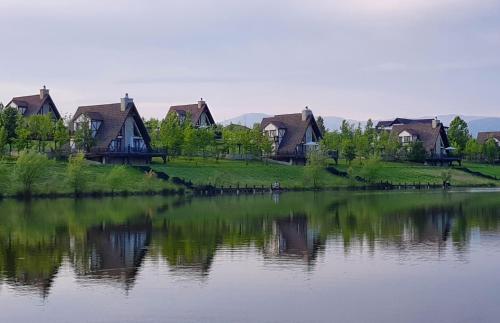 Silent Lake (Sakit Gol), Ağsu