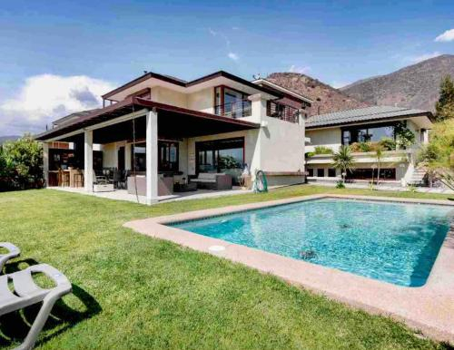 LUX BIG HOUSE & GARDEN LAS CONDES, as in the country but in the city, Cordillera