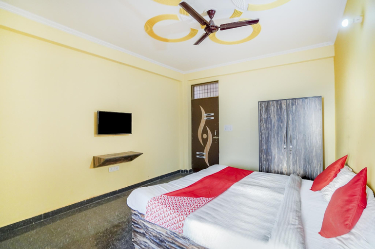 OYO 76046 Globe House, Gautam Buddha Nagar