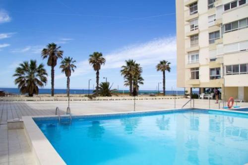 Wonderful Studio Apartment in front of the beach, Almada