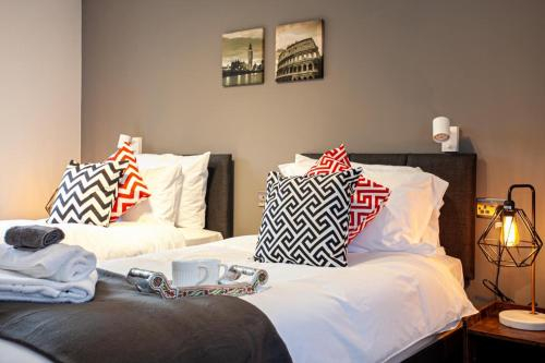 Luxury Bury Apartments - Home Away From Home, Bury