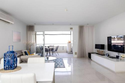 Stylish Executive Apartment With Balcony, Vincent