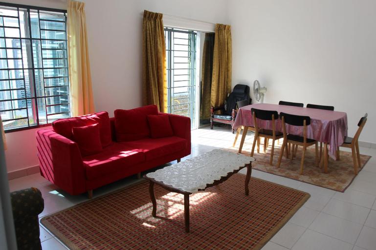 Homestay Indah Puteri KLIA (semi-d house)free wifi, Kuala Lumpur