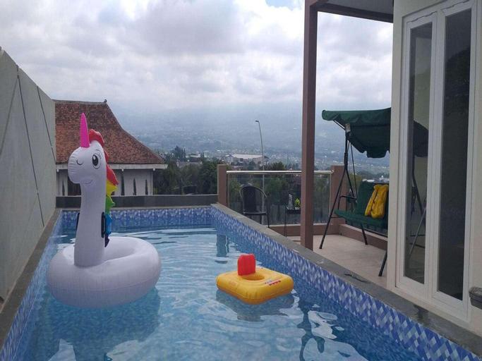 Oemah Arma Rinjani-2 (infinity pool and wifi), Malang