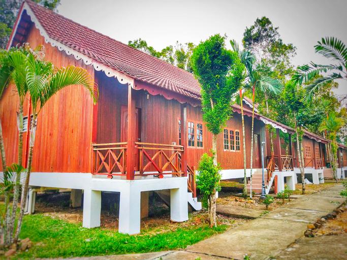 Kampung Style Wooden Chalet @TamanNegara Pahang., Jerantut