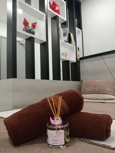 PANGKOR TRIPLE STUDIO AT GOOD LOCATION (10-16 pax), Manjung