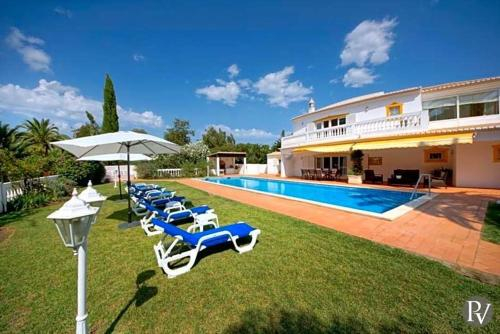 Alvor Villa Sleeps 8 Pool Air Con WiFi, Portimão