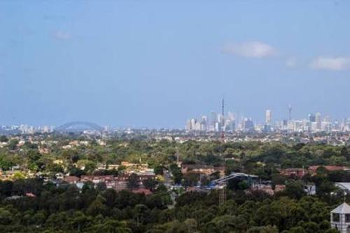 Amazing City View Apt @ Olympic Park, Auburn