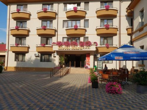 Hotel Mara, Chiscani
