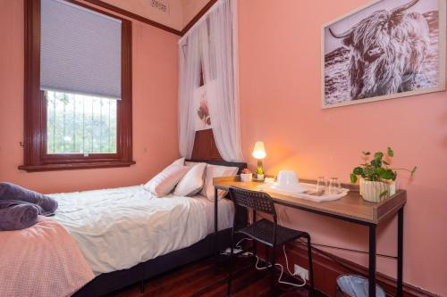 Quiet Private Room In Strathfield 3min to Train Station 6 - ROOM ONLY, Burwood
