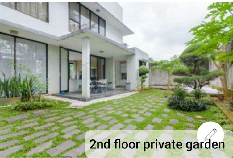 The V - 4 Bedrooms Private Pool Viila Sentul City, Bogor