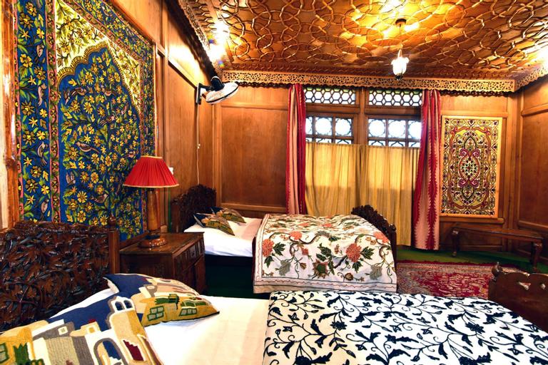 Inshallah Houseboats (Pet-friendly), Srinagar