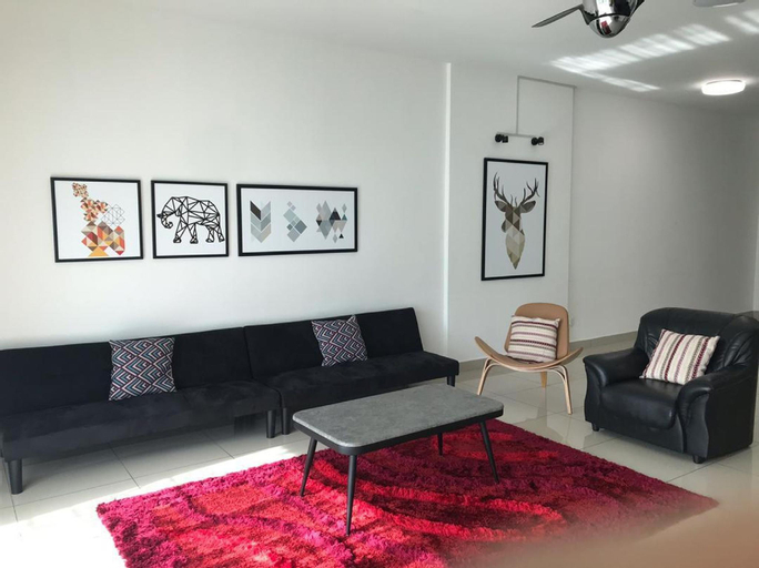 Cozy Home with 5-7 pax, 4BR and 2 car parks, Barat Daya