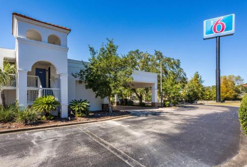 Motel 6-Gainesville, FL, Alachua