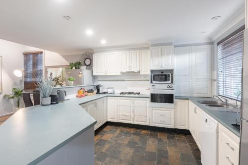 Boutique Private Rm situated in the heart of Burwood 5 - ROOM ONLY, Burwood