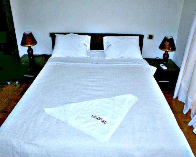 Hotel Colombo, Elbasanit
