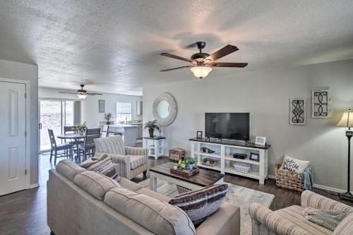 Updated Home with Yard 2Mi to Lake Havasu State Park, Mohave