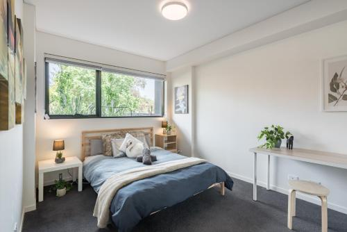BRAND NEW! 1BR + Study Apt in Homebush Sleeps 5, Strathfield