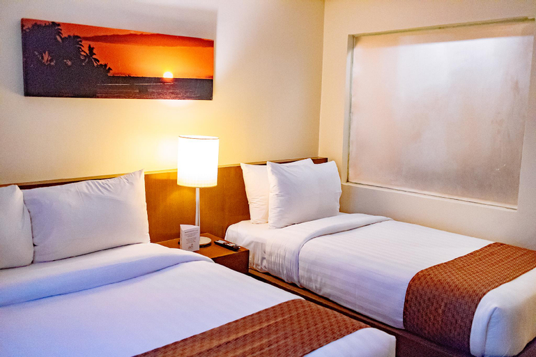 Crown Regency Beach Resort, Malay