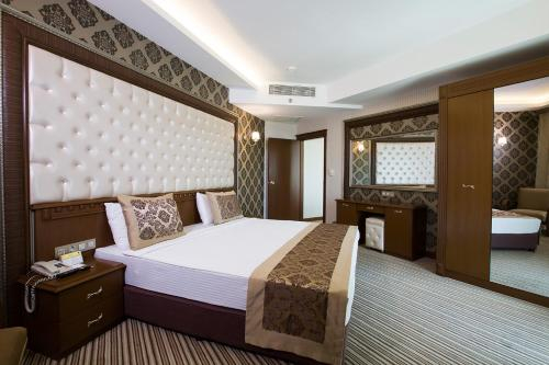Grand Altuntas Hotel, Merkez