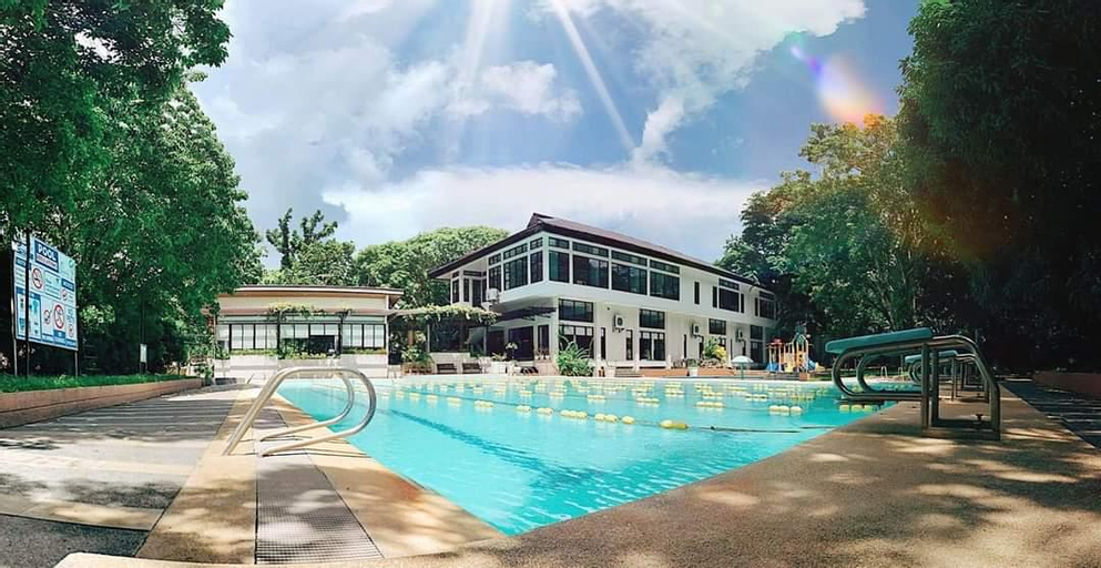 RedDoorz Premium @ Ouan's the Farm Resort, Lucena City