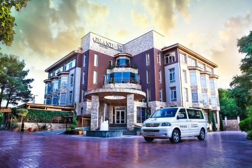 Grand M Hotel, Navbahor