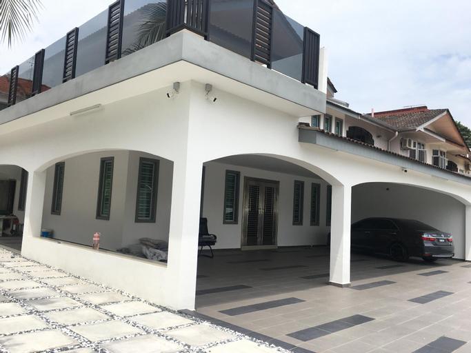 Taman molek karaoke party house , Johor Bahru