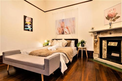 Quiet Private Room In Strathfield 3min to Train Station - ROOM ONLY, Burwood