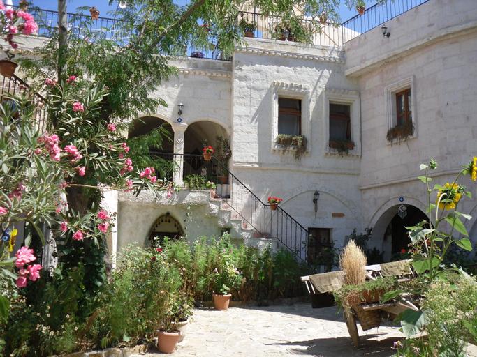 Caravanserai Cave Hotel, Merkez