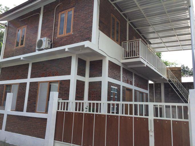 The Alamanda's family homestay-2 bedrooms, Sleman