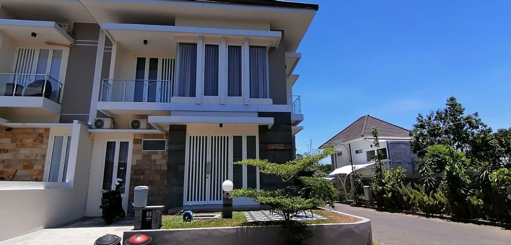 VillaOmahturu_4BedRooms_HargaTerjangkau_Lengkap, Malang