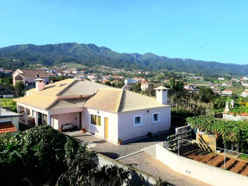 House with one bedroom in Santana with wonderful mountain view furnished garden and WiFi 5 km from t, Santana