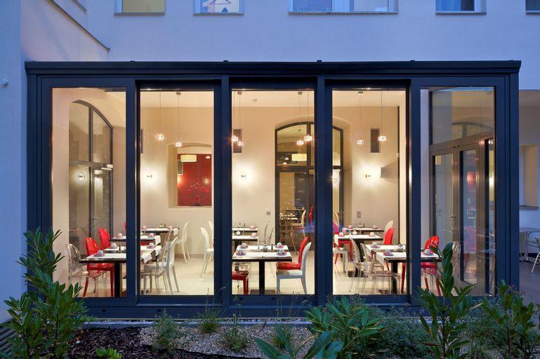 Red and Blue Design Hotel Prague, Praha 6