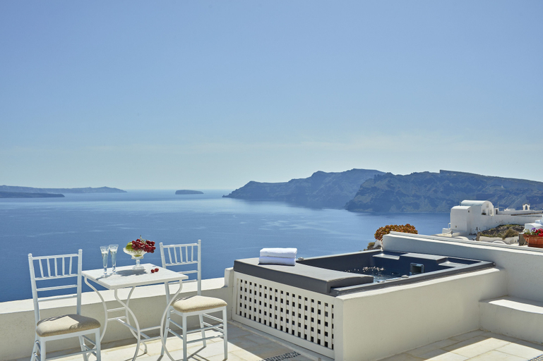 Pearl of Caldera - Oia, South Aegean