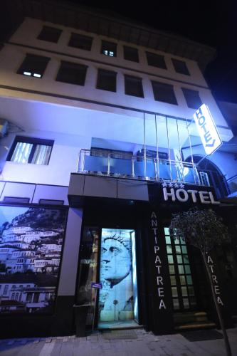 Antipatrea Hotel, Beratit