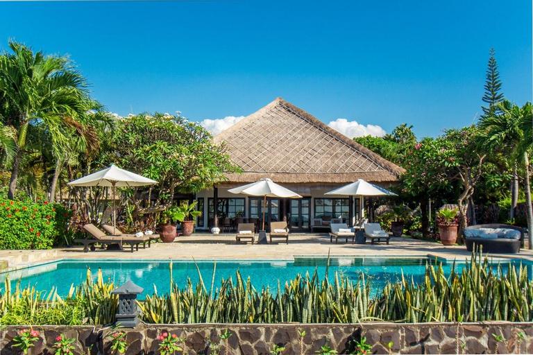 FourBDR Beachfront Luxury Private Villa +Huge Pool, Buleleng