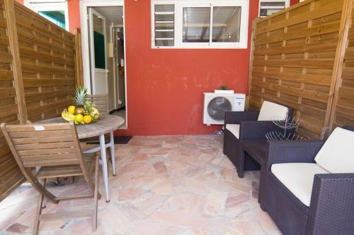 Studio in FortdeFrance with furnished terrace and WiFi 4 km from the beach, Fort-de-France