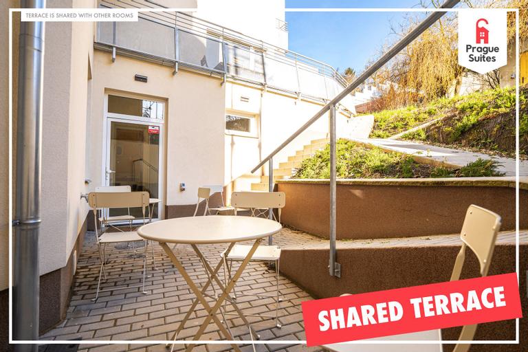 Spacious apartment with terrace by Prague Suites, Praha 8