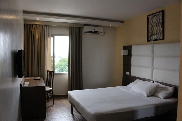 Lewat Hotel, Wouri
