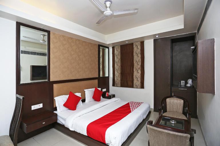 OYO 13758 XS Residency, Gautam Buddha Nagar