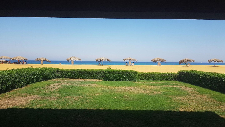 Telal First row by the beach stand alone Villa, 'Ataqah