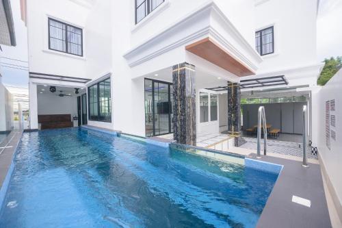 Pattaya Villa w/bathtub - Exquisite Pool Villa I, Bang Lamung