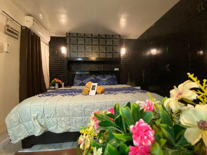 Jk-Staycation Luxurious Stay with Jacuzzi,king bed, General Trias