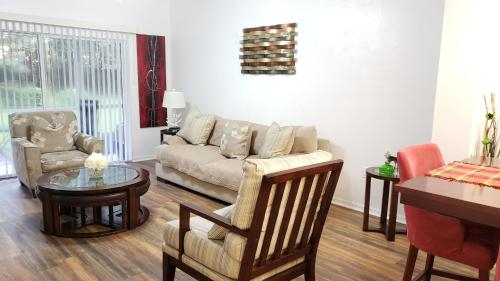2 MASTER SUITES 8 people close to North Florida Regional Med , UF Health and Oaks Mall!!!, Alachua