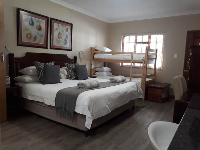 17 on Bird Guest House, Central Karoo